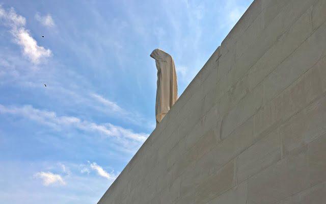Carte postale #32 : Le mémorial canadien de Vimy