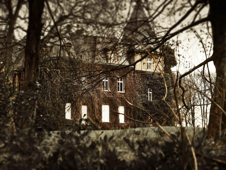 haunted-house-1124241_1920